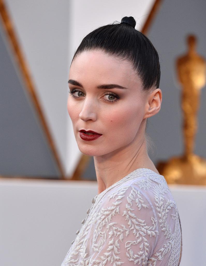 Le chignon minimaliste de Rooney Mara