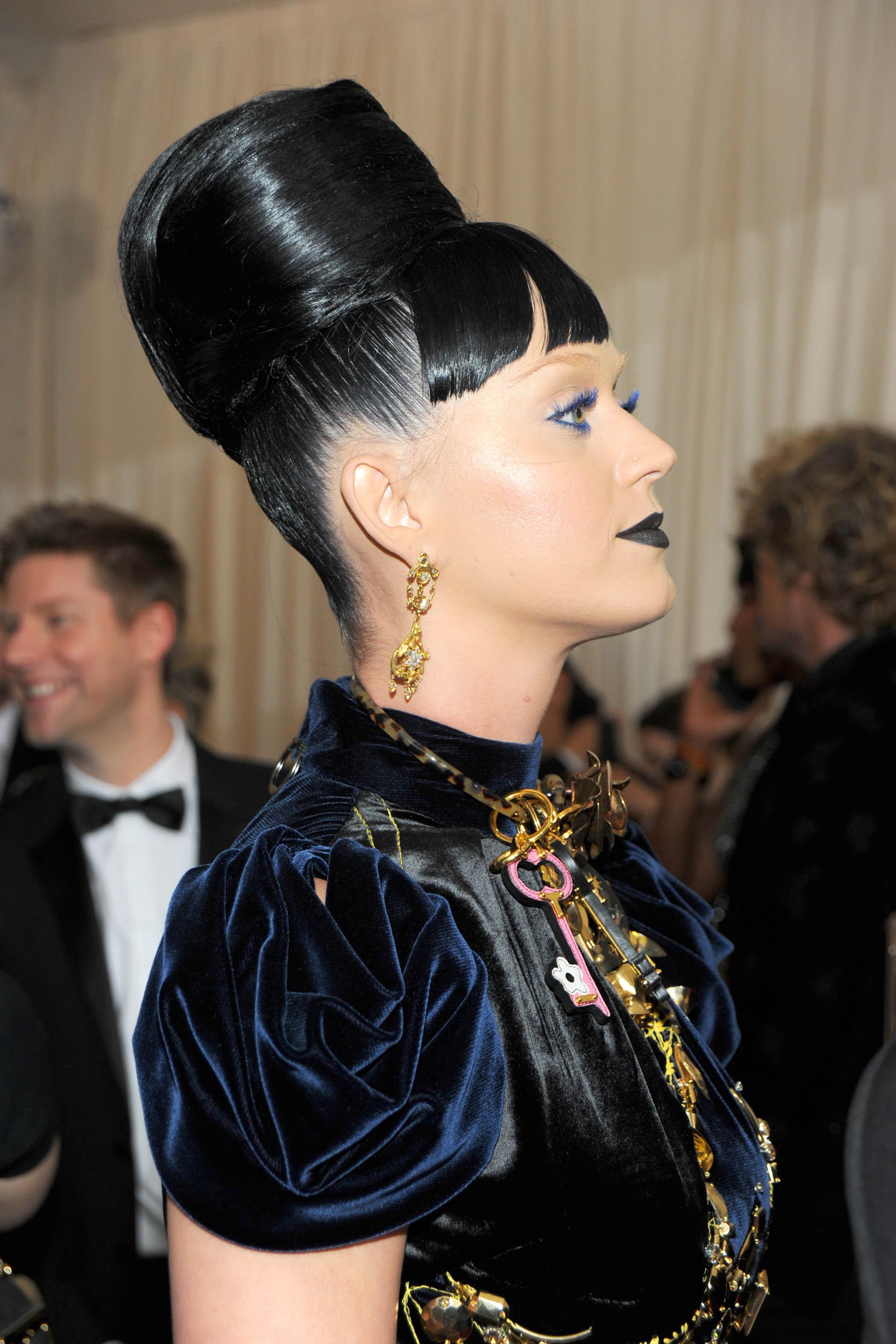La coiffure d\u0027inspiration égyptienne de Katy Perry
