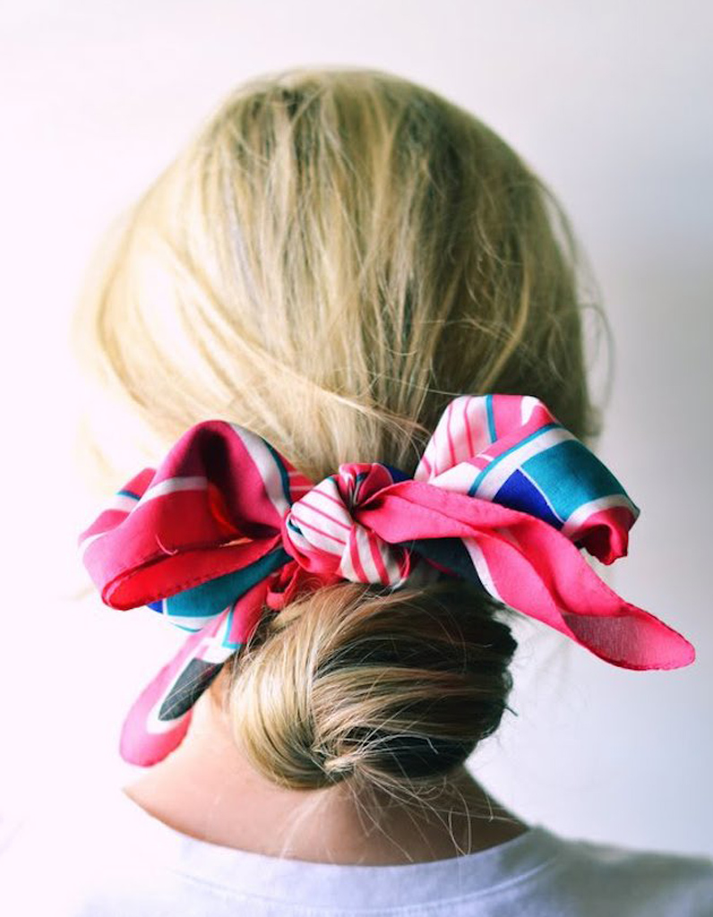 Le bun au foulard - 20 coiffures u00e0 faire entre deux shampoings - Elle