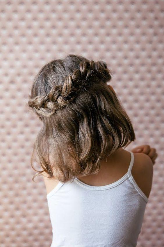 Coiffure petite fille avec tresse , 40 coiffures de petite fille qui  changent des couettes , Elle