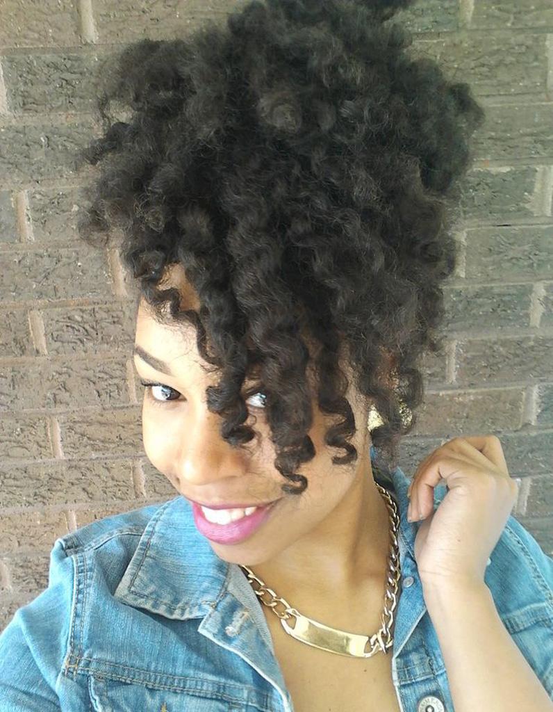cheveux afro fris s printemps t 2015 coiffures afro les filles styl es donnent le ton elle. Black Bedroom Furniture Sets. Home Design Ideas