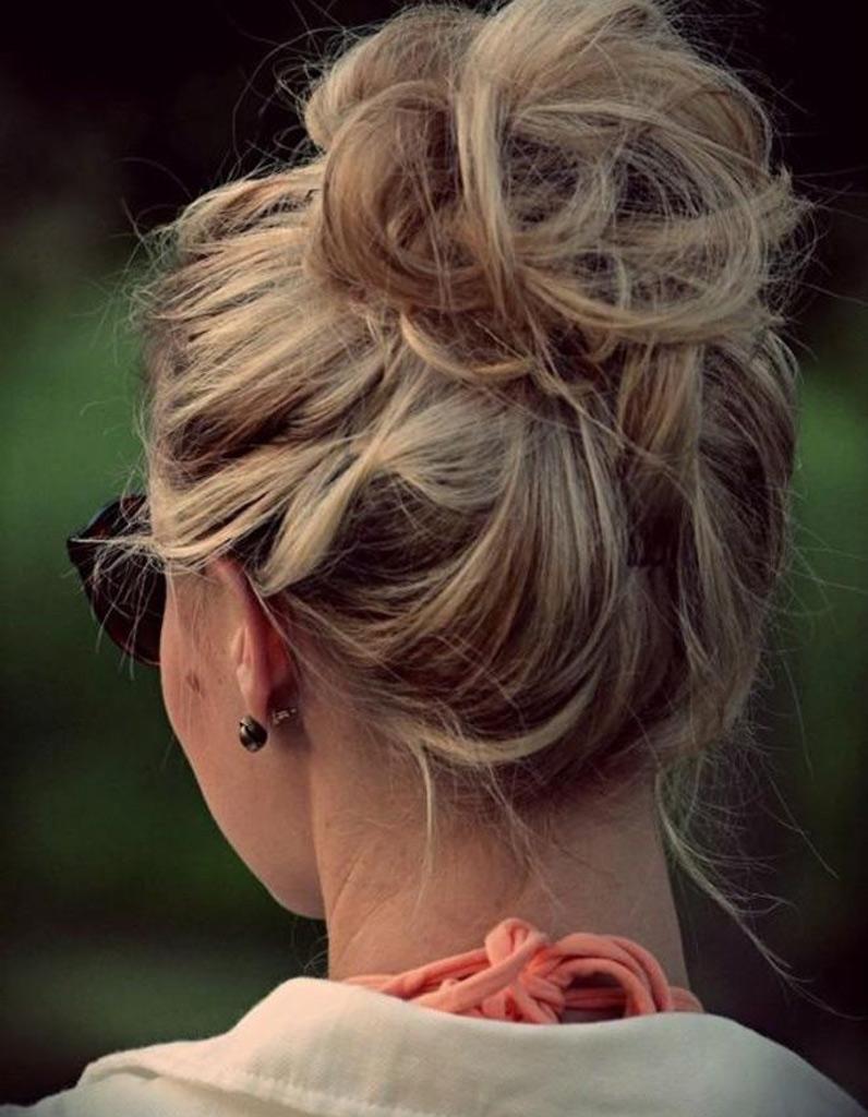 coiffure cheveux long attach chignon. Black Bedroom Furniture Sets. Home Design Ideas