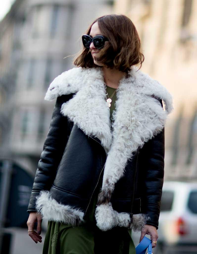 Les plus belles coiffures street style de la fashion week elle - Carre ondule court ...
