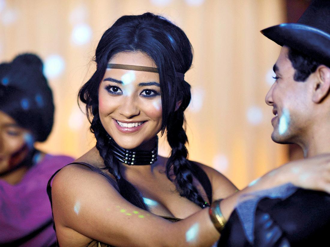 La coiffure indienne d\u0027Emily Fields dans Pretty Little Liars