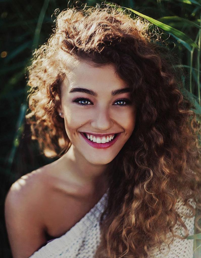 Parfait Coupe de cheveux bouclés femme automne-hiver 2016 - Cheveux  CN05