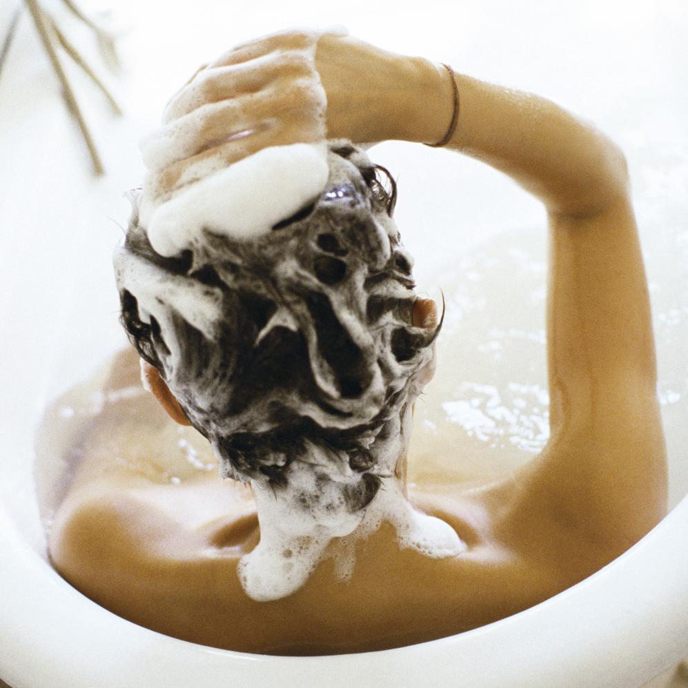 combien de fois se laver les cheveux doit on se laver les cheveux tous les jours elle. Black Bedroom Furniture Sets. Home Design Ideas