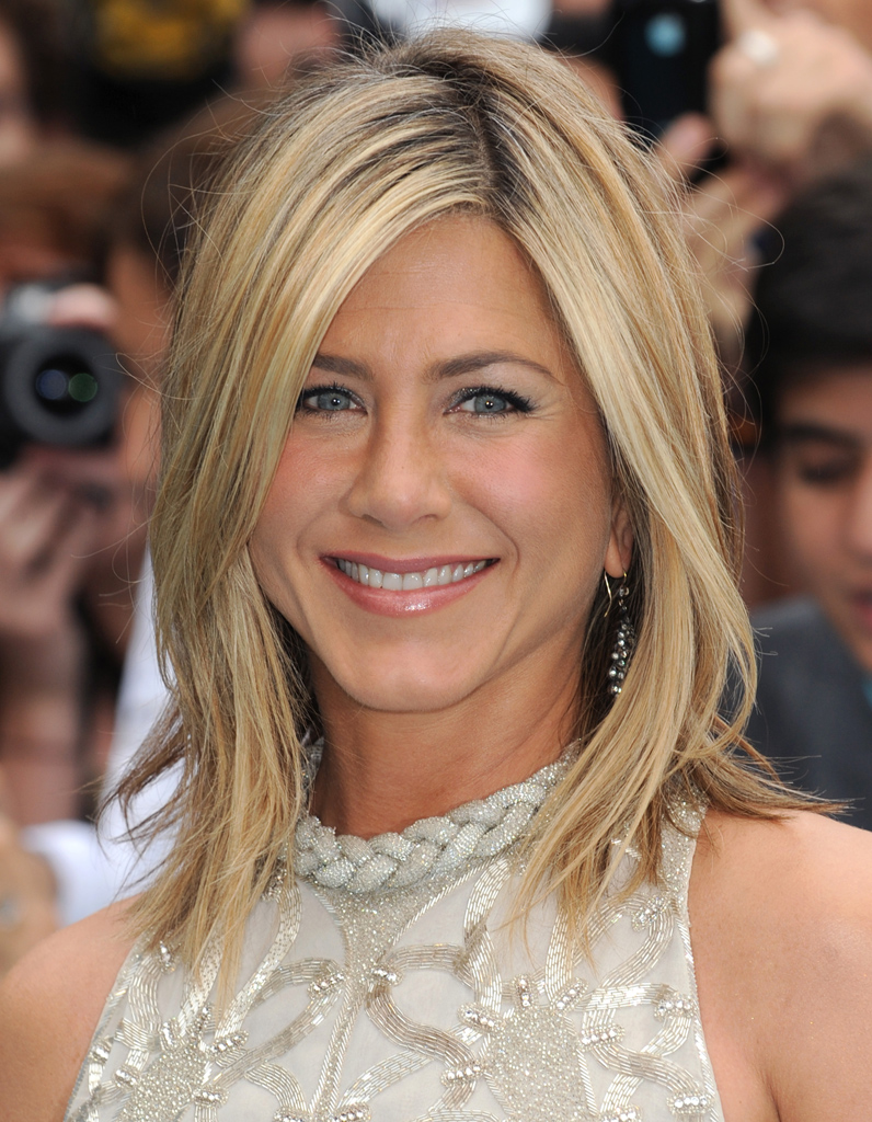 Le carré blond en... Jennifer Aniston