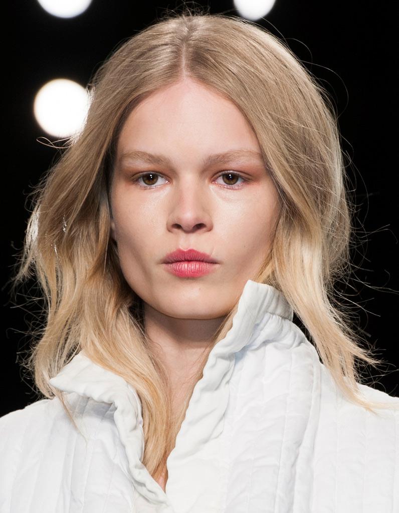 Cheveux blond clair cheveux blonds les nuances - Blond venitien clair ...