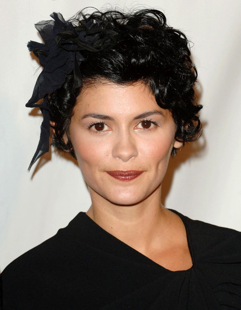 coupe courte accessoiris e audrey tautou ses coiffures. Black Bedroom Furniture Sets. Home Design Ideas