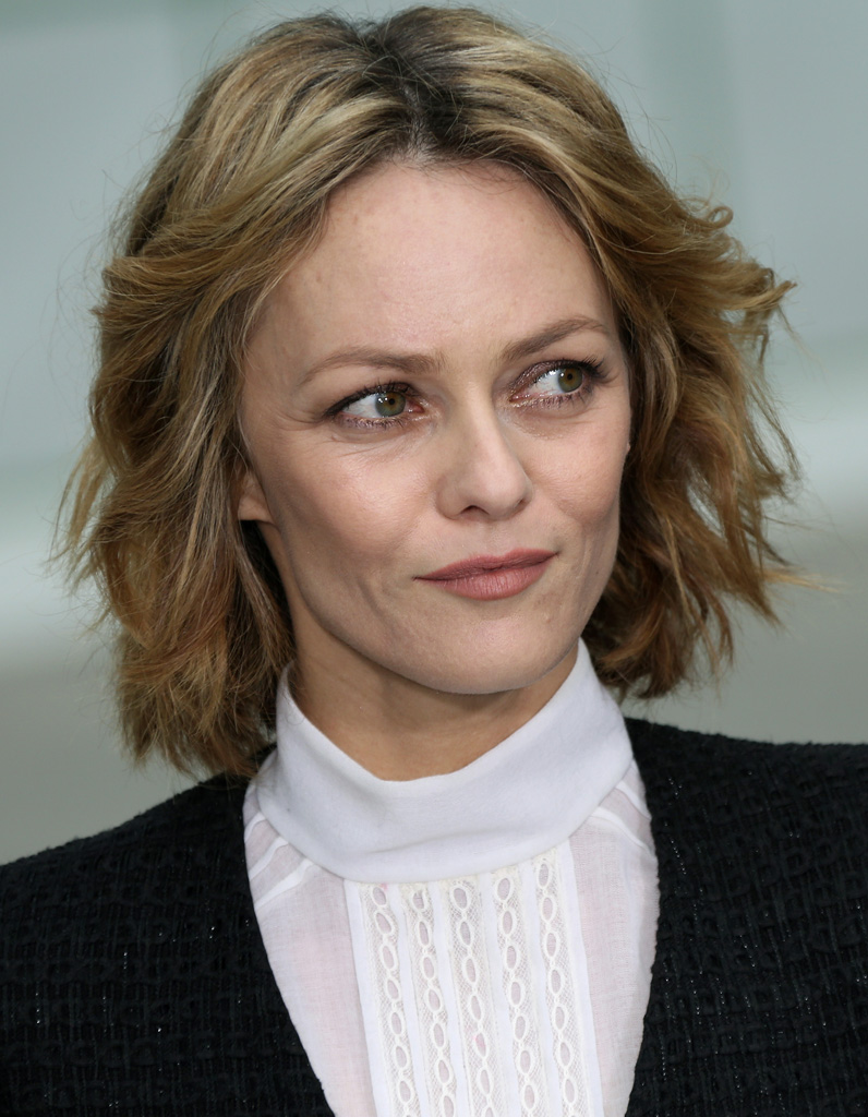le carr flou de vanessa paradis le choix des stars pour. Black Bedroom Furniture Sets. Home Design Ideas