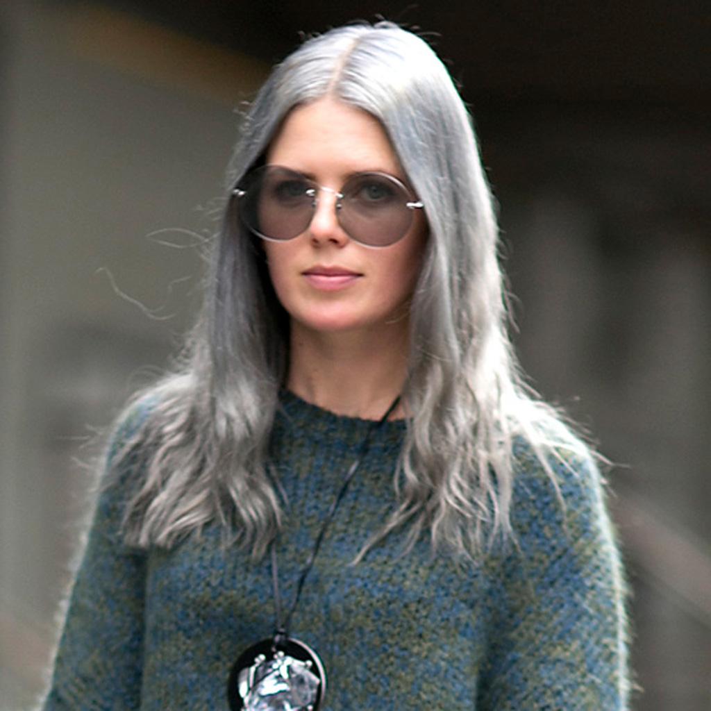 cheveux bleu gris comment les filles styl es portent le rainbow hair elle. Black Bedroom Furniture Sets. Home Design Ideas