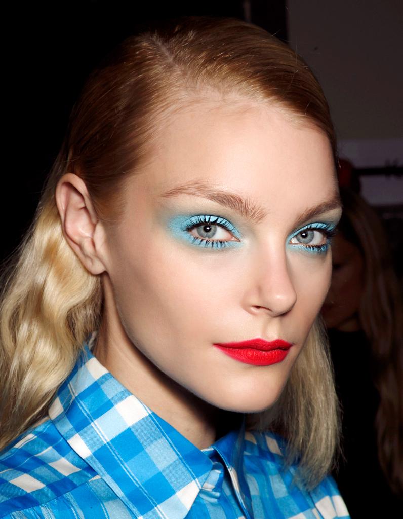 maquillage des yeux bleus excentrique comment maquiller des yeux bleus elle. Black Bedroom Furniture Sets. Home Design Ideas