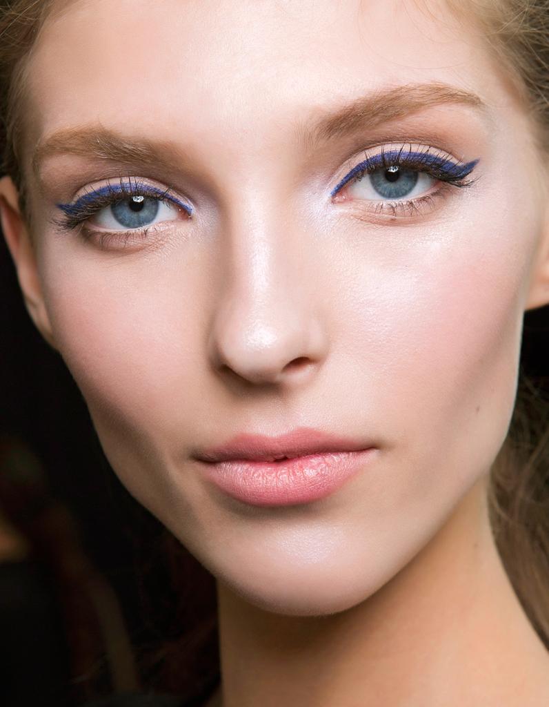 maquillage des yeux bleus id e comment maquiller des yeux bleus elle. Black Bedroom Furniture Sets. Home Design Ideas