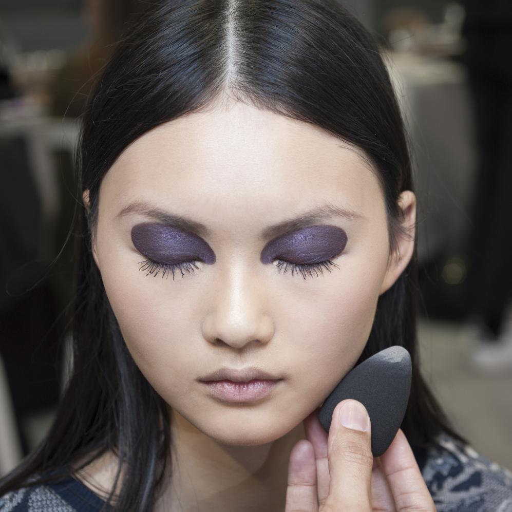 eponge maquillage comment choisir et utiliser son ponge maquillage et le beauty blender elle. Black Bedroom Furniture Sets. Home Design Ideas