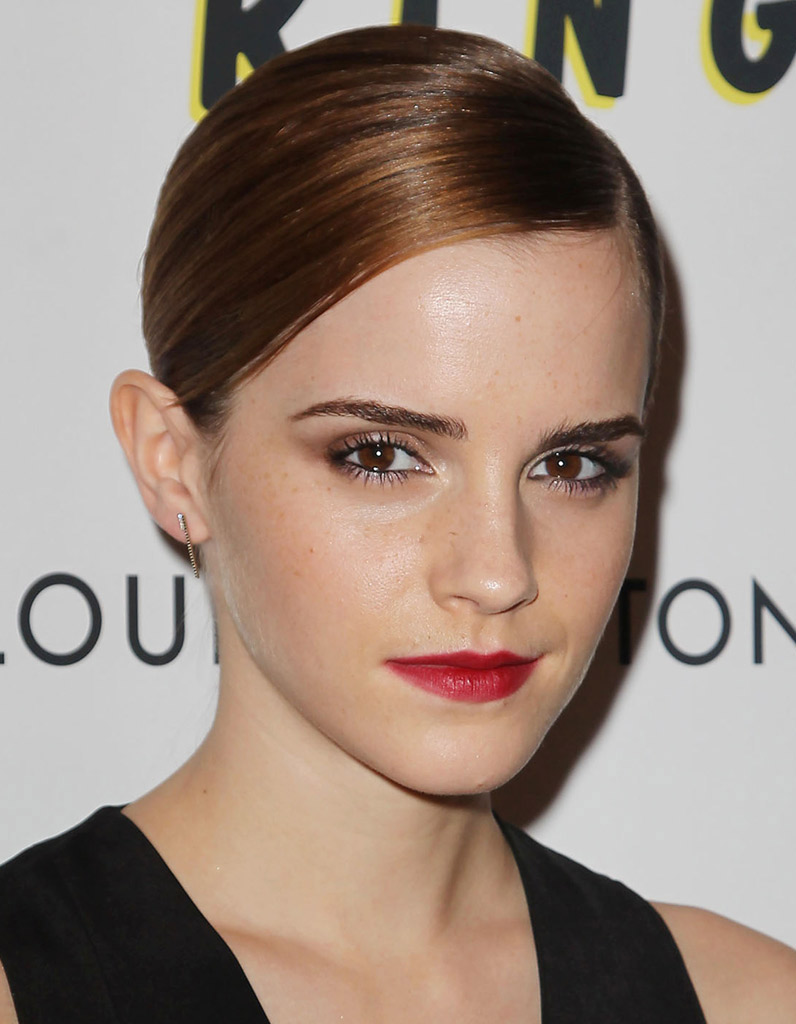 emma watson et son rouge l vres fraise make up de stars le rouge l vres leur va si bien. Black Bedroom Furniture Sets. Home Design Ideas