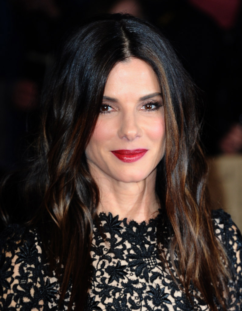 sandra bullock et son rouge l vres carmin make up de stars le rouge l vres leur va si. Black Bedroom Furniture Sets. Home Design Ideas