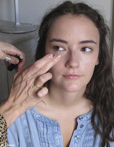 beaute maquillage conseils pas a pas teint etape 2 3 tapes pour photoshoper mon teint elle. Black Bedroom Furniture Sets. Home Design Ideas