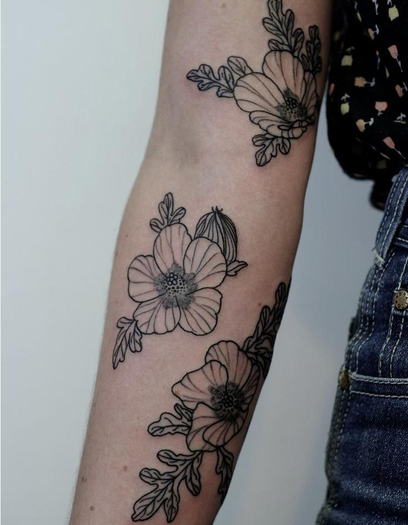 tatouage bras floral un tatouage sur le bras nos jolies id es pour sauter le pas elle. Black Bedroom Furniture Sets. Home Design Ideas
