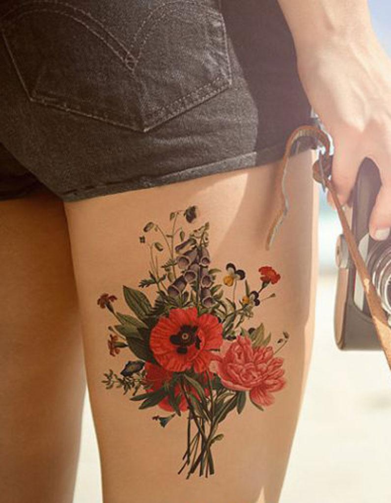 tatouage cuisse fleur 15 tatouages sur la cuisse qui nous font de belles jambes elle. Black Bedroom Furniture Sets. Home Design Ideas