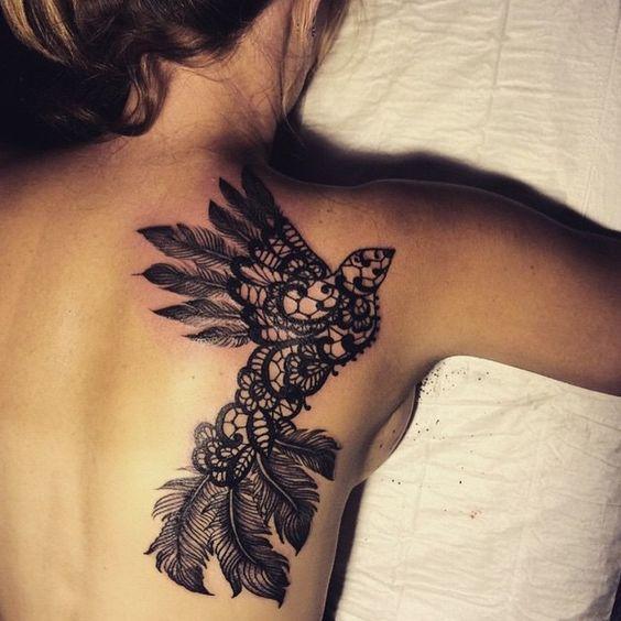 tatouage dentelle dos tatouage dentelle la tendance qui se brode sur la peau elle. Black Bedroom Furniture Sets. Home Design Ideas
