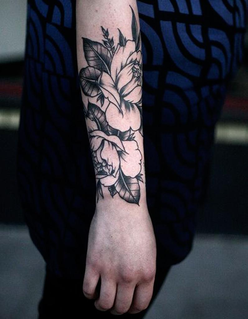 Tatouage fleur avant,bras