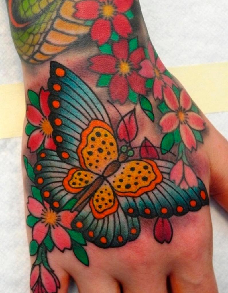 Tatouage papillon fleur tatouage papillon 20 jolies for Pinterest flur