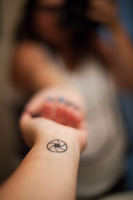 tatouage forme g om trique tatouage 40 jolies id es pour nos poignets elle. Black Bedroom Furniture Sets. Home Design Ideas
