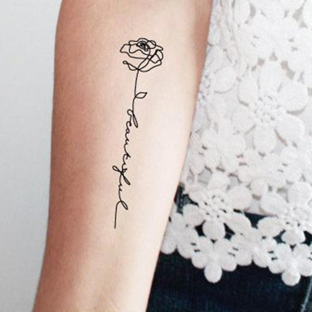 tatouage rose avec phrase ces tatouages de rose qui ne faneront jamais elle. Black Bedroom Furniture Sets. Home Design Ideas