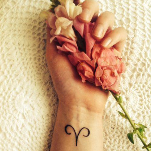 tatouage signe astrologique b lier symbole quel tatouage se faire selon son signe astrologique. Black Bedroom Furniture Sets. Home Design Ideas