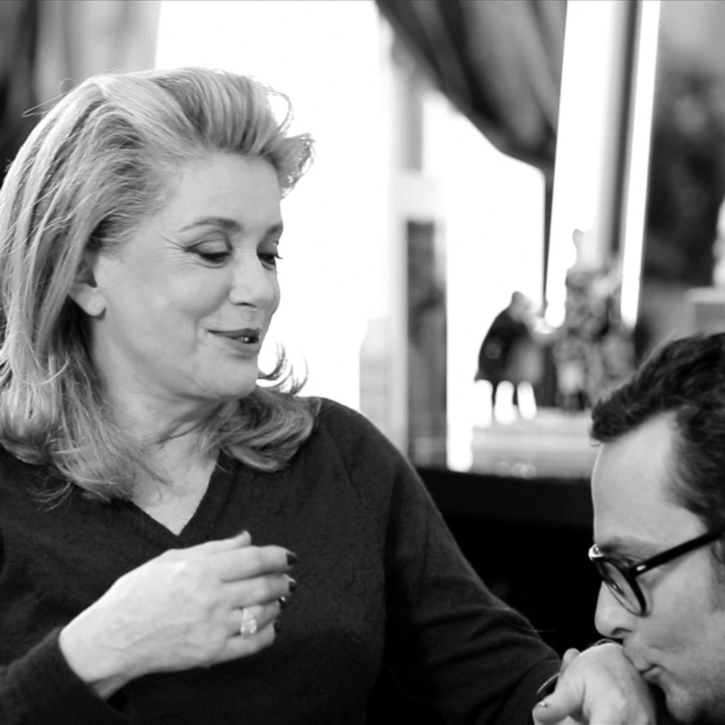 exclu vid o catherine deneuve et son coloriste christophe robin la belle histoire elle. Black Bedroom Furniture Sets. Home Design Ideas