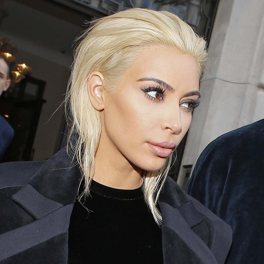Favori On n'en revient pas : Kim Kardashian est devenue blond platine  SK66