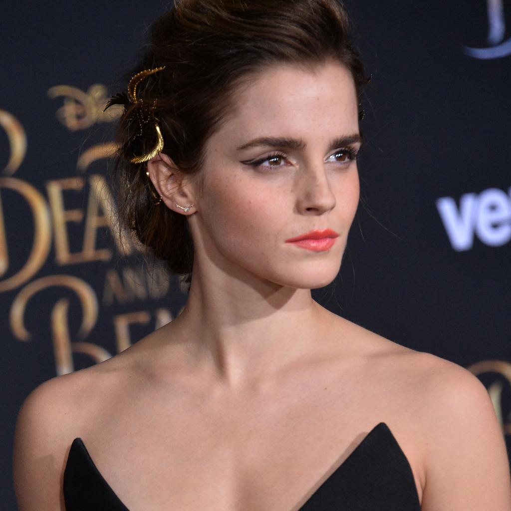 Quand Emma Watson revisite l'eye-liner, le résultat est ...