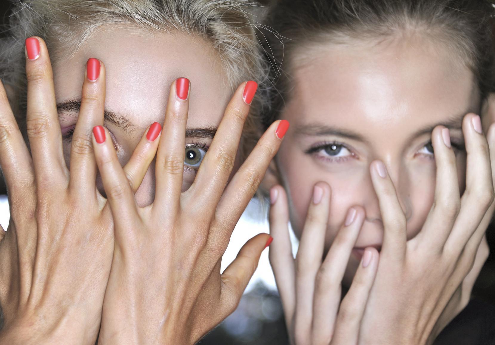 Ongles qui se d doublent comment viter les ongles d doubl s elle - Comment bien se couper les ongles ...