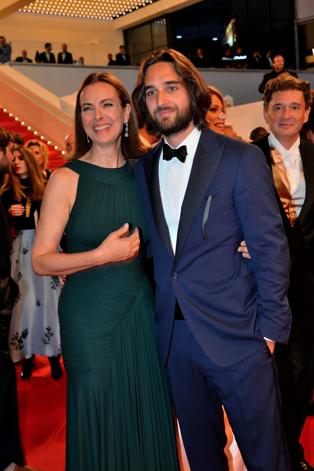carole bouquet et dimitri rassam cannes 2015 marion cotillard monte les marches pour le. Black Bedroom Furniture Sets. Home Design Ideas