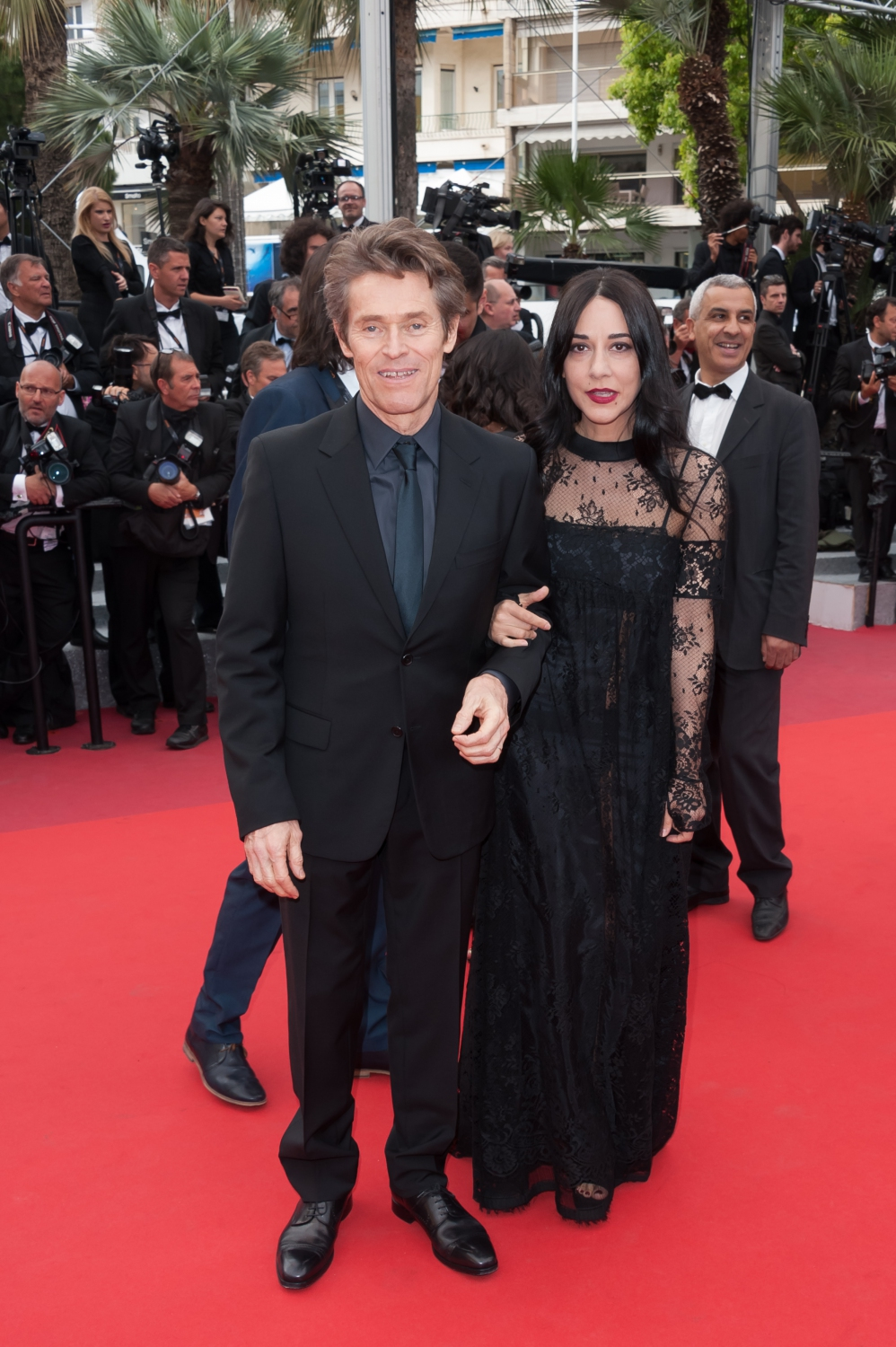 willem dafoe cannes 2016 derni re mont e des marches pour les stars elle. Black Bedroom Furniture Sets. Home Design Ideas