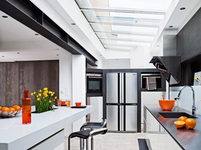 10 cuisines ultra lumineuses elle d coration for Deco cuisine haut plafond
