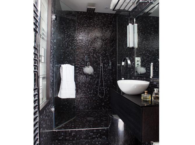 10 petites salles de bains pleines d 39 astuces elle d coration for Plan petite salle de bain ikea