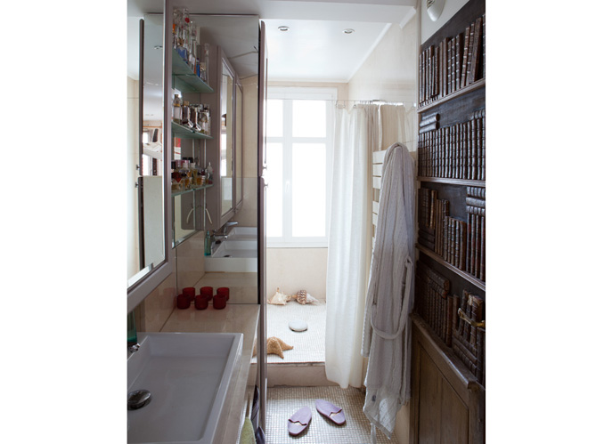 10 petites salles de bains pleines d 39 astuces elle d coration for Salle de bain wc 6m2