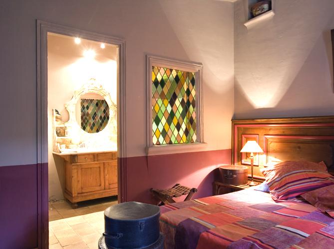 Dossier peinture vive la couleur elle d coration for Peindre une chambre en deux couleurs