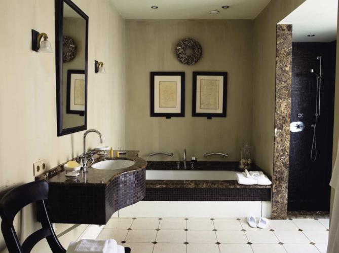 Le charme du r tro dans la salle de bains elle d coration for Elle deco salle de bain