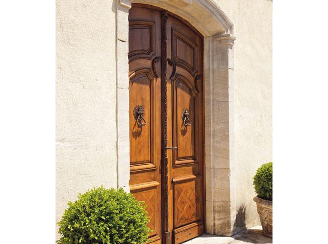 les portes d 39 entr es donnent le ton elle d coration. Black Bedroom Furniture Sets. Home Design Ideas