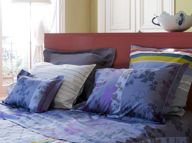 linge de lit draps et couvertures reprennent du service. Black Bedroom Furniture Sets. Home Design Ideas