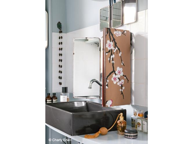 Mettre du papier peint un peu partout elle d coration for Papier pour salle de bain
