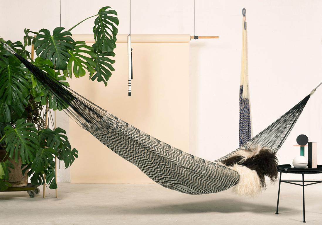 des hamacs pour paresser avec style dans son jardin elle d coration. Black Bedroom Furniture Sets. Home Design Ideas
