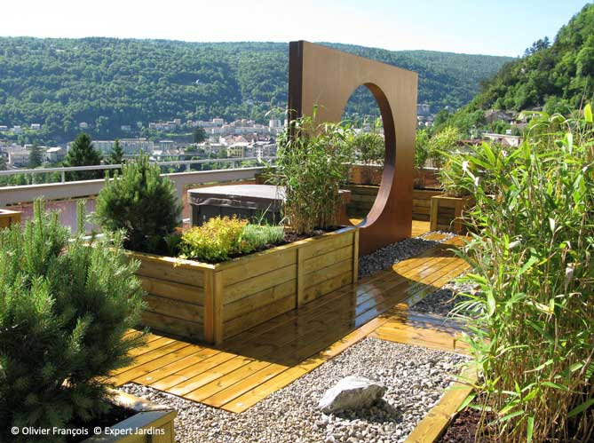 Avant apr s une terrasse zen en plein jura elle d coration for Decoration de terrasse et jardin