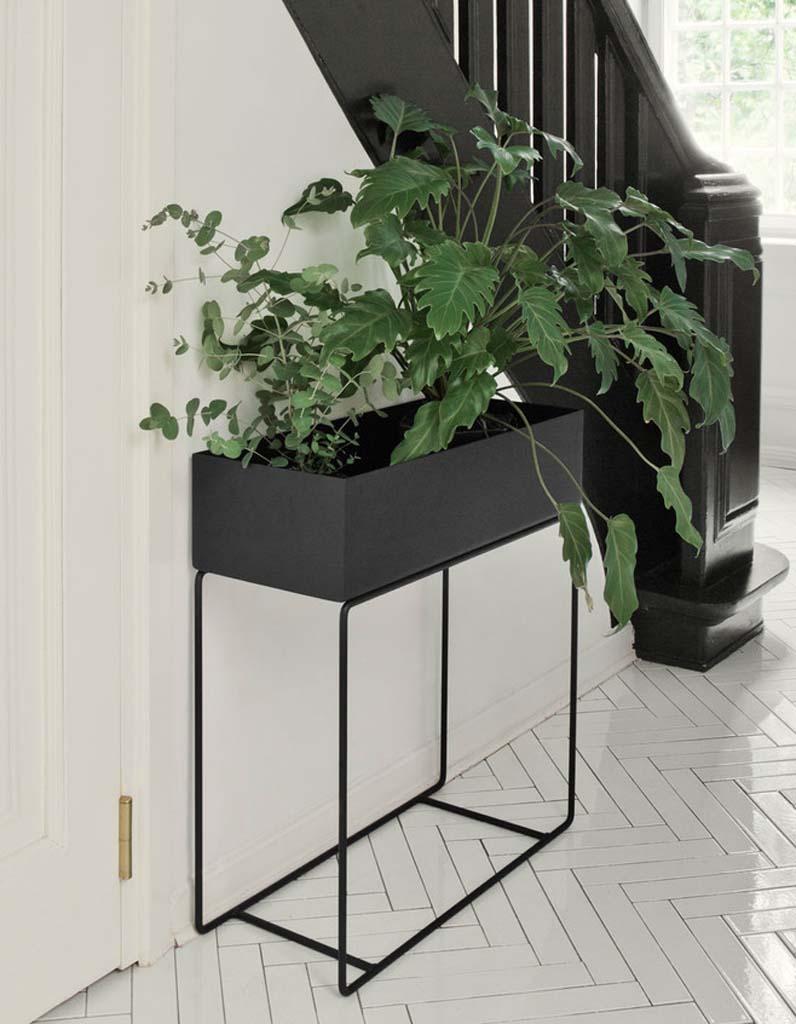 jardini re d co notre s lection de jardini res pour un jardin fleuri elle d coration. Black Bedroom Furniture Sets. Home Design Ideas