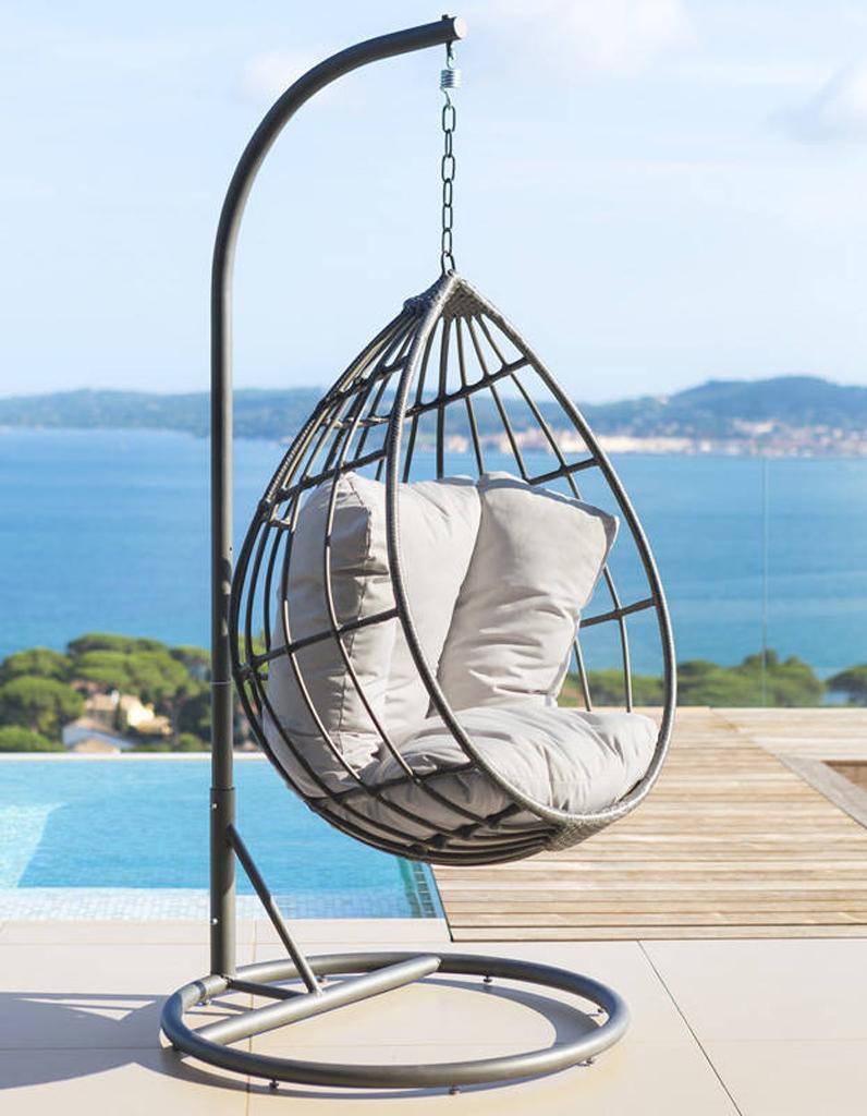 chaise suspendue trendy balancelle le fauteuil suspendu qu on adore of chaise suspendu. Black Bedroom Furniture Sets. Home Design Ideas