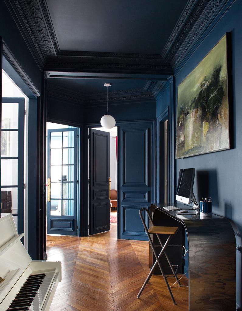 le bleu marine d barque dans la maison elle d coration. Black Bedroom Furniture Sets. Home Design Ideas