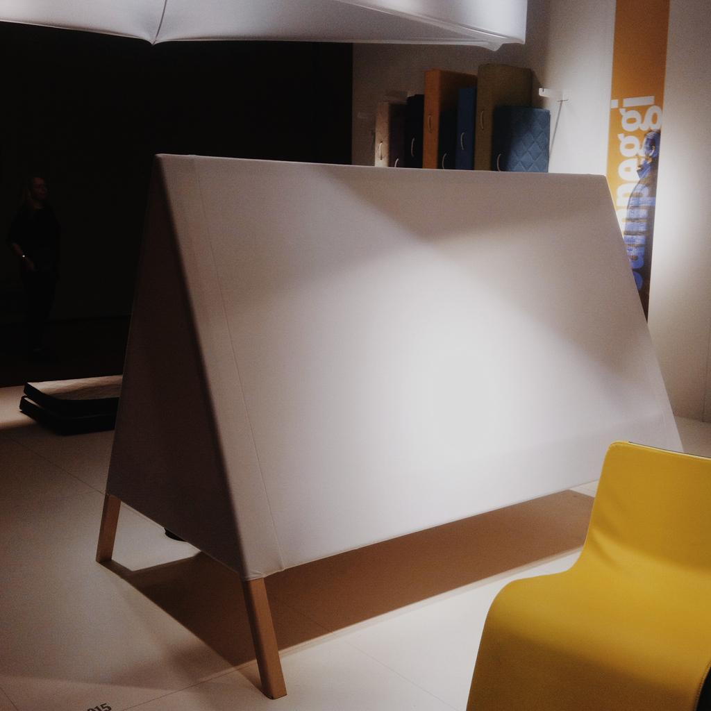 Toutes les nouveaut s qu on a ador es au salon du meuble de milan 2015 elle d coration - Toute les position possible au lit ...