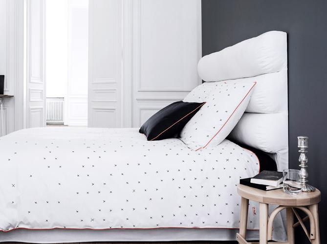 chambre on mise sur des murs color s elle d coration. Black Bedroom Furniture Sets. Home Design Ideas